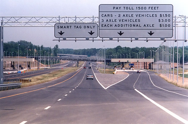 Pocahontas Parkway (VA 895) toll plaza near Richmond, Virginia, featuring open road tolling. The Smart Tag system has merged with E-ZPass since this photo was taken.